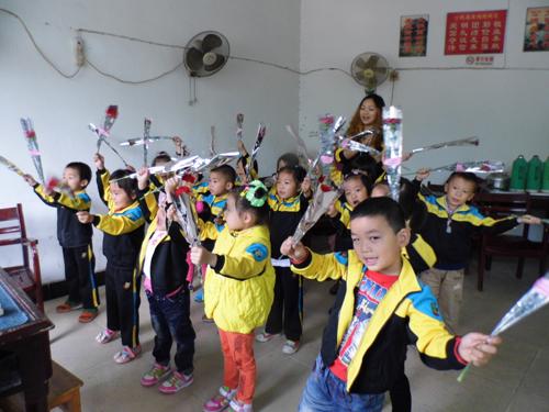 小龙人幼儿园重阳节与爷爷奶奶同乐